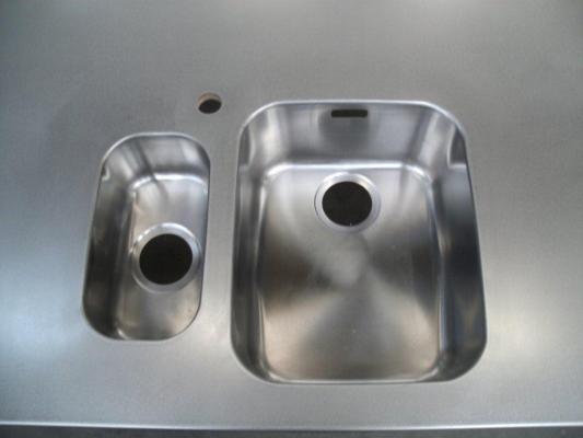 Inox Keuken Plaat : Nieuwe trend in keukenwereld: richtingloos geborstelde inox tabletten